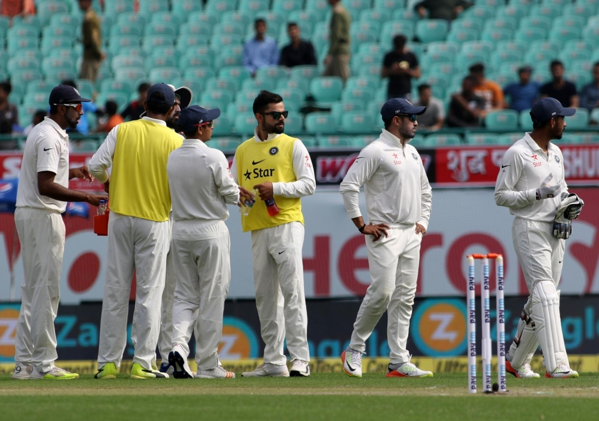 44b7e9ee2fb Virat Kohli carries drinks for his teammates during the first day of last  test match against