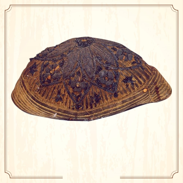 "This is Sukhdev's cap. The revolutionary usually wore it as a part of his attire. He was wearing this when he was caught and imprisoned. (Image Altered by The Quint/Original Photo Courtesy: <a href=""http://www.supremecourtofindia.nic.in/sciphoto/photo_m1.html"">Supreme Court of India)</a>"