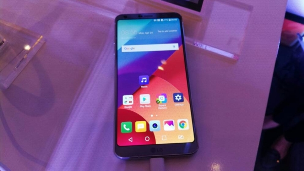 The LG G6 comes with a 5.7 inch wide display and is water resistant. (Photo: <b>The Quint</b>)