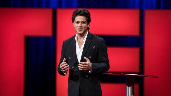 "SRK speaks at TED Talks. (Photo courtesy: <a href=""https://twitter.com/TEDTalks/status/857761086782799872"">Twitter/@<b>TEDTalks</b></a>)"
