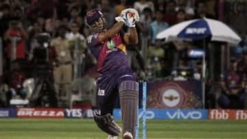 Vintage MS Dhoni was at display in the RPS vs SRH match on Saturday. (Photo: IANS)
