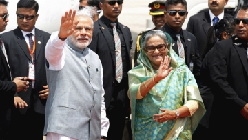 PM Narendra Modi with Bangladesh PM Sheikh Hasina (Photo: Reuters)