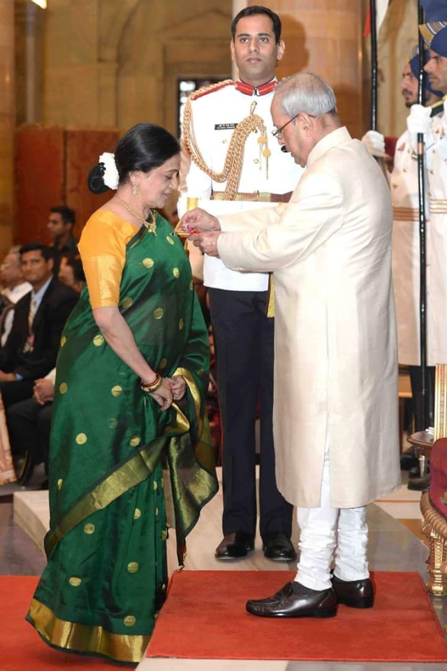 Bhawana Somaaya received the Padma Shri from the President. (Photo courtesy: Bhawana Somaaya)