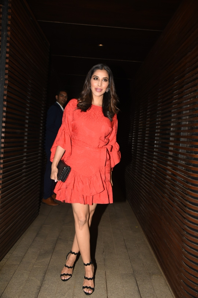 Sophie Choudry elegantly shows off her dress at the party. (Photo: Yogen Shah)