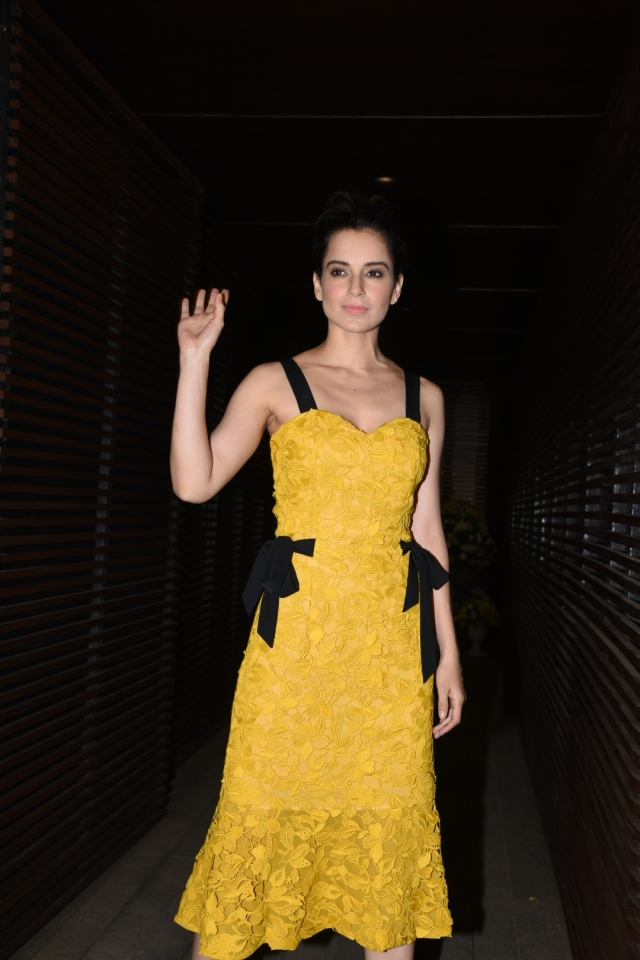 Kangana Ranaut waves gracefully in her vibrant outfit. (Photo: Yogen Shah)