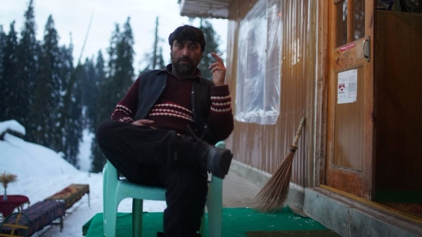 "Faulad 'Iron' Khan is the owner of Raja Hut in Gulmarg. (Photo Courtesy: Facebook/<a href=""https://www.facebook.com/ironkhanhimalayas/"">Iron Khan</a>)"