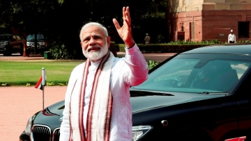 Prime Minister Narendra Modi waves to media. (Photo: PTI)