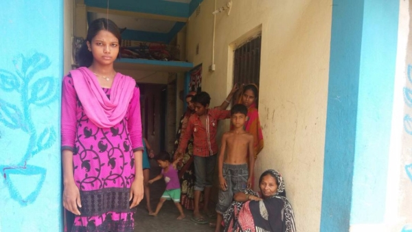 Fearing revenge by locals, Beauty Khatun has been unable to attend school. (Photo: Rajib Ghosh/<b>The Quint</b>)