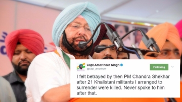 Captain Amarinder Singh recently tweeted excerpts from his latest books - one authored by him, and the other his authorised biography. (Photo: IANS / Altered by <b>The Quint</b>)
