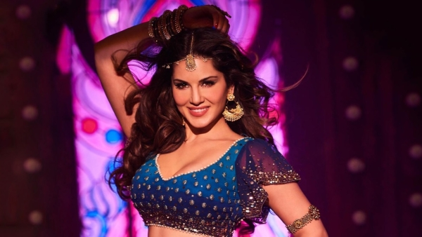Sunny Leone in a scene from<i> Raees</i>. (Photo courtesy: Red Chillies Entertainment)