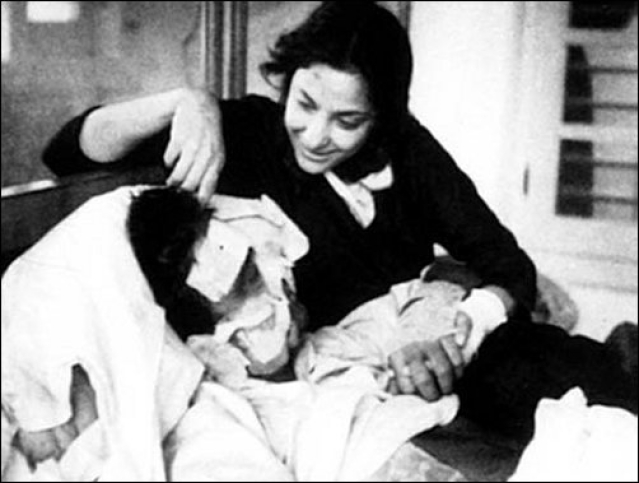 "Nargis tends to an injured Sunil Dutt during the filming of <i>Mother India</i>. (Photo courtesy: <a href=""https://twitter.com/MosesSapir/status/403616420304801793"">Twitter/@<b>MosesSapir</b></a>)"