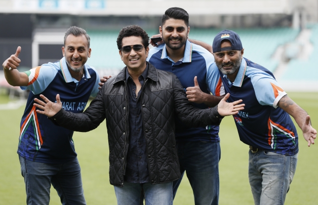 Sachin Tendulkar poses with cricket fans at the Oval cricket ground, London. (Photo: AP)