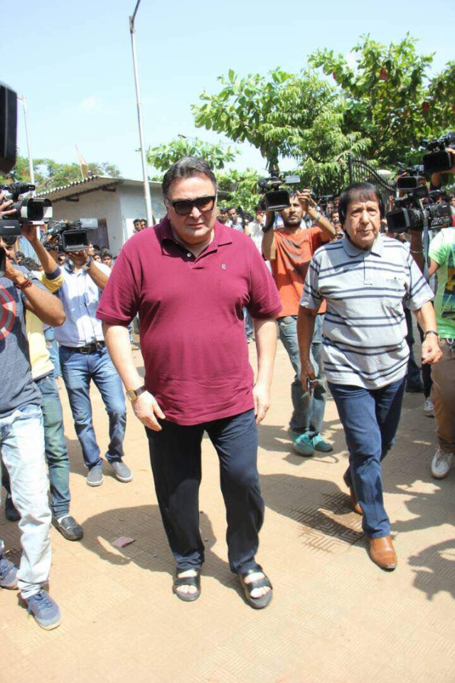 Rishi Kapoor, an old friend of  Lagoo's, arrive for the funeral. (Photo: Yogen Shah)