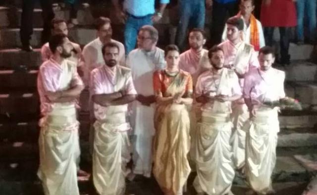 "The actor does Ganga puja. (Photo courtesy: <a href=""https://twitter.com/qangana/status/860295631478206464"">Twitter/ @qangana</a>)"