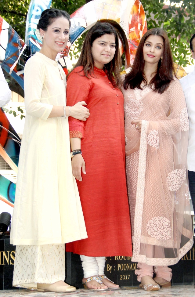 Aishwarya Rai inaugurates <i>The Paradise Garden</i>. (Photo: Yogen Shah)