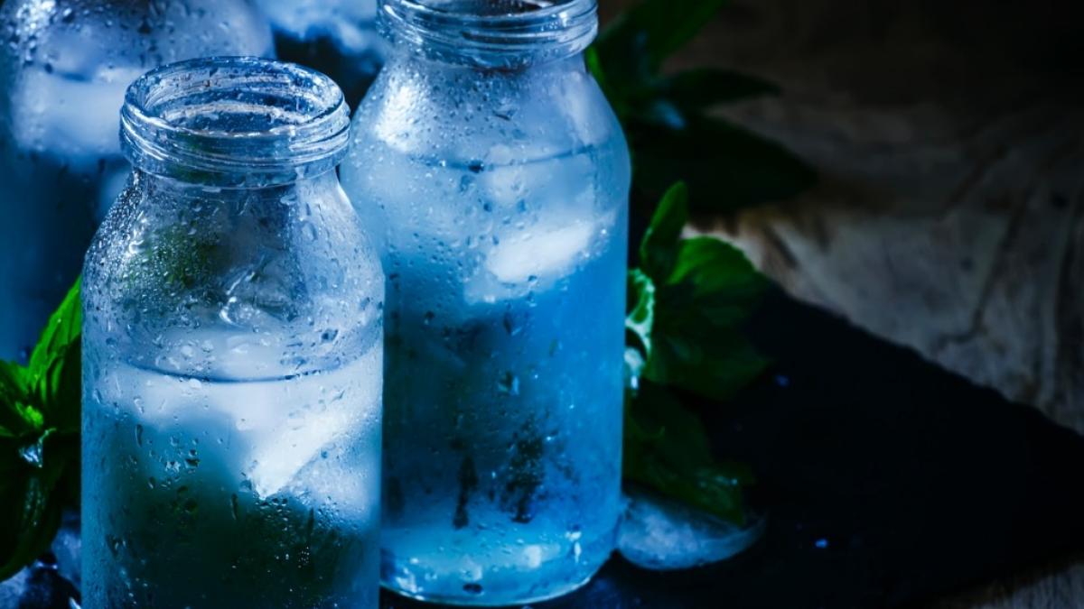 चमकती त्वचा के लिए ढेर सारा पानी पियें