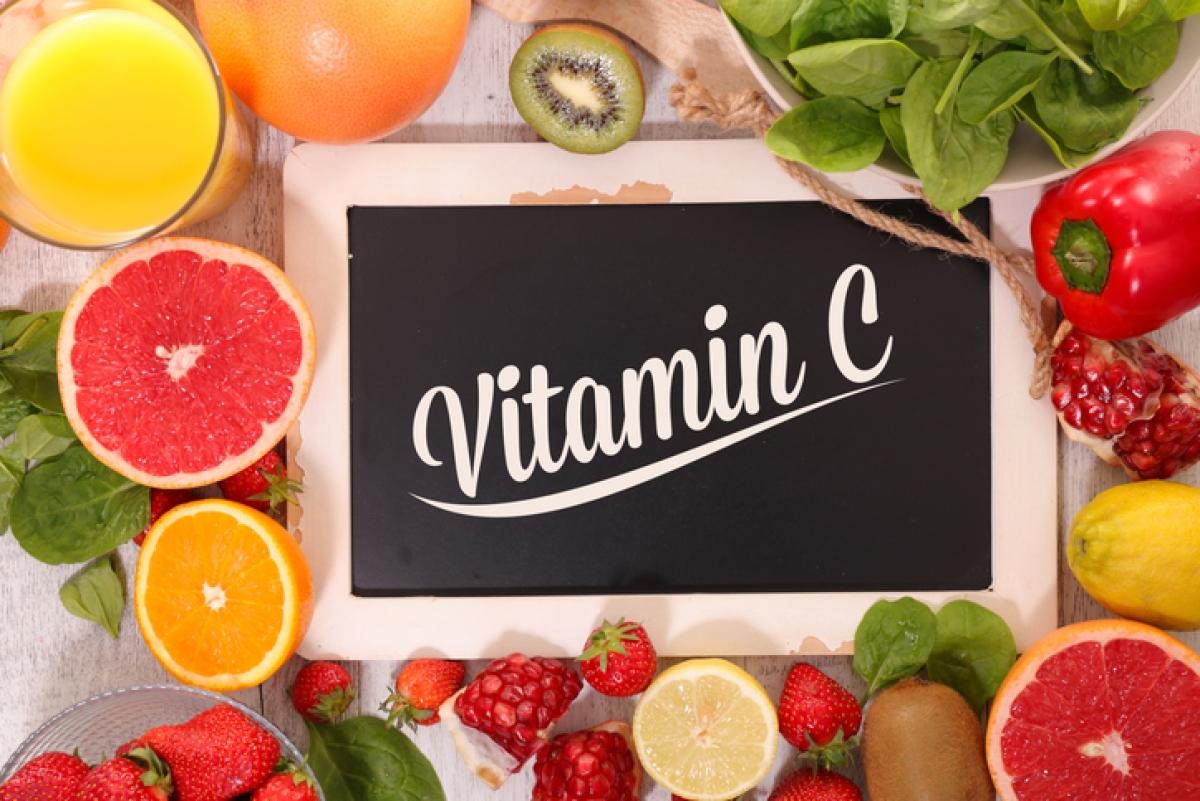 विटामिन सी सीरम स्पष्ट, de- वर्णक और चमक को बढ़ाने के लिए सबसे अच्छा है।