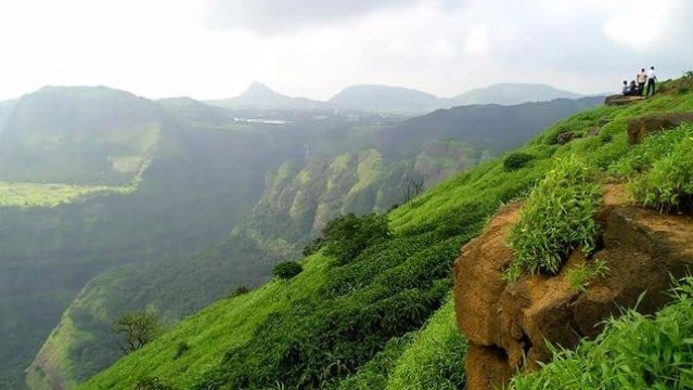 "The hills beckon you in Lonavala. (Photo Courtesy: Twitter/<a href=""https://twitter.com/VinayValaki"">@VinayValaki</a>)"