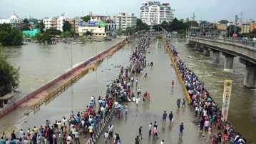 """The 2015 Chennai disaster had left many homeless. A disaster management-focussed NGO stepped in to help the locals of the affected areas rebuild their lives. (Photo Courtesy: YouTube / <a href=""""https://www.youtube.com/watch?v=Udw2zGCAYq4"""">Selwyn Thomas</a>)"""