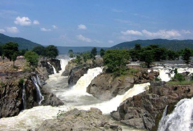 "Hogenakkal Falls is in the Dharmapuri district in South India on the River Kaveri. (Photo Courtesy: Twitter/<a href=""https://twitter.com/StevenGifford2"">@StevenGifford2</a>)"