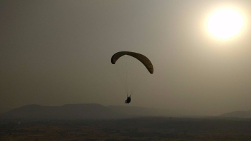 "How about paragliding in Kamshet this weekend? (Photo Courtesy: Twitter/<a href=""https://twitter.com/gayatri_gadre"">@gayatri_gadre</a>)"