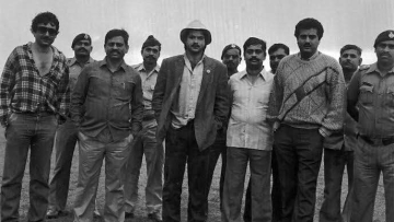 Anil Kapoor behind the scenes of <i>Mr India </i>with Shekhar Kapur, Boney Kapoor and crew members. (Photo courtesy: <i>Mr India</i> Team)