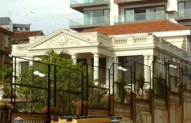 "Mannat, SRK's home. (Photo courtesy: <a href=""https://twitter.com/MumbaiMirror/status/867712410769018880"">Twitter/ MumbaiMirror</a>)"