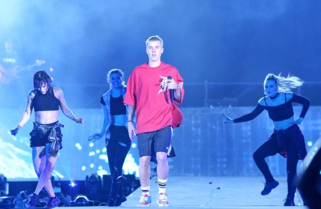 Justin Bieber performs on stage. (Photo: Yogen Shah)
