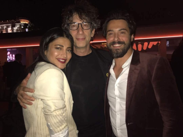 Meanwhile, guess who got to hang out with Neil Gaiman? Shruti Haasan! (Photo courtesy: Twitter)
