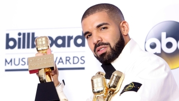 Drake shows off his awards. (Photo: Reuters)