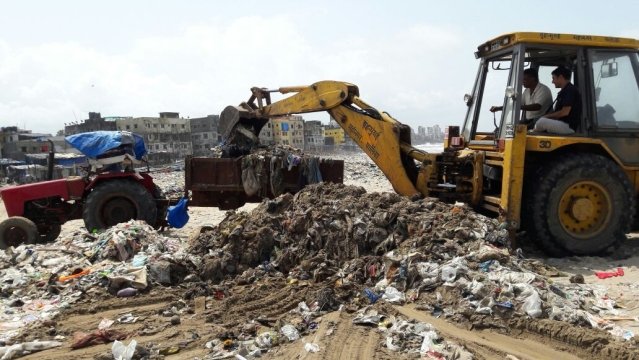 "Cranes were used for picking up the trash and taking it to a disposal ground. (Photo courtesy: <a href=""https://www.facebook.com/pg/cleanupversovarockbeach/photos/?tab=album&album_id=1495862117387506"">Facebook/ Cleanupversovarockbeach</a>)"