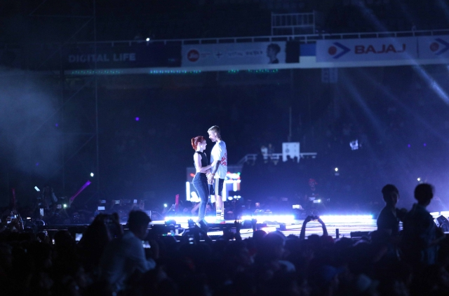 Justin performs on stage. (Photo: Yogen Shah)
