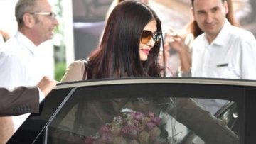 Aishwarya Rai Bachchan arrives in Cannes with her daughter. (Photo courtesy: Twitter/L'oreal Paris India)