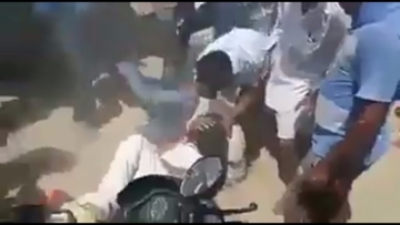 "Screengrab of the video that went viral showing Sikh men getting beaten up. (Photo Courtesy: Twitter/@<a href=""https://twitter.com/owaistshah/status/867654259994755073"">owaistshah</a>)"