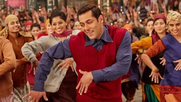Salman Khan in a still from the <i>Radio </i>song.