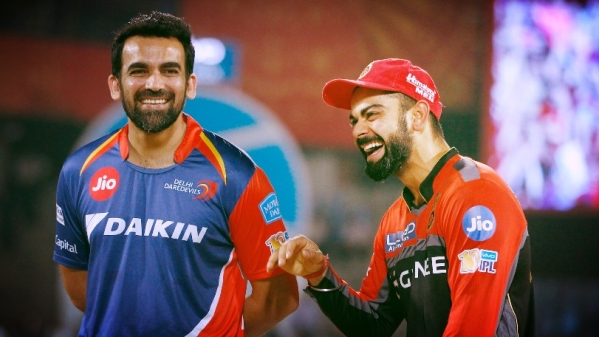 Zaheer Khan (L) and Virat Kohli (R) speak to each other ahead of their last league match of IPL 10. (Photo: BCCI)