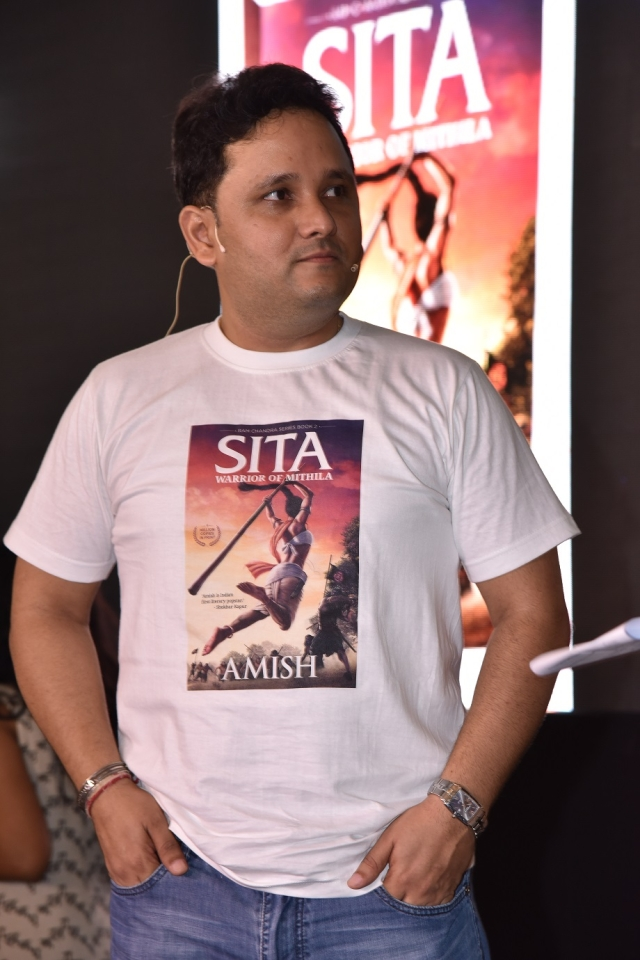 Amish at the launch of <i>Sita: Warrior of Mithila. </i>(Photo: Moe's Art/<b>The Quint</b>)