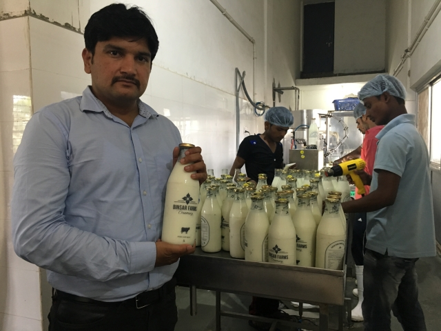 Deepak Raj, Vice President of Binsar Farms. The farm produces milk using organic methods. (Photo: Shiv Kumar Maurya/<b>The Quint</b>)