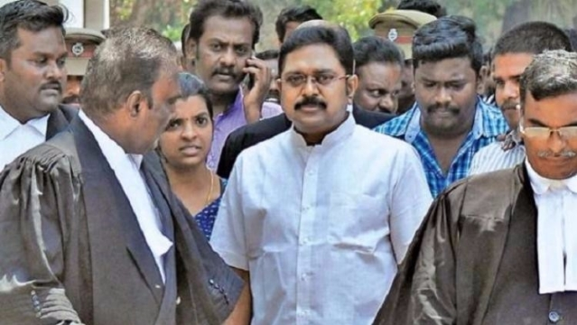 TTV Dhinakaran with his lawyers