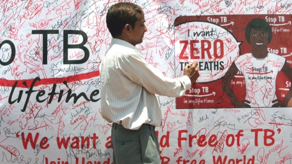 A volunteer signing the signature campaign poster during a TB awareness programme for eradication of TB in India. (Photo: iStock)