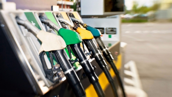 Oil marketing companies have been changing fuel prices on a daily basis in five cities since 1 May. (Photo: iStock)