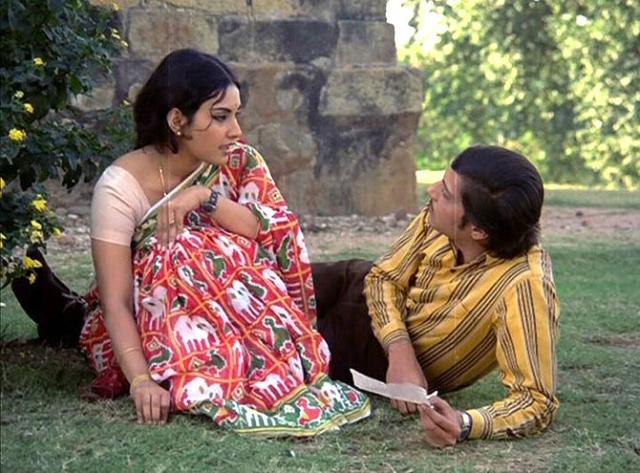Vidya Sinha and Amol Palekar in <i>Rajnigandha.</i>