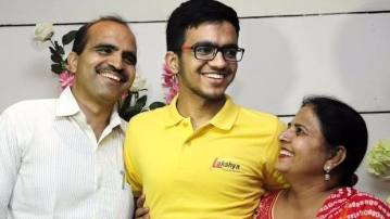 "Chandigarh boy Sarvesh Mehtani is this year's JEE topper. (Photo Courtesy: Twitter Screengrab/<a href=""https://twitter.com/BoringMe2Death"">BoringMe2Death</a>)"