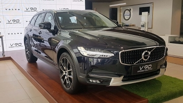 The Volvo V90 features all-wheel drive and high ground clearance.