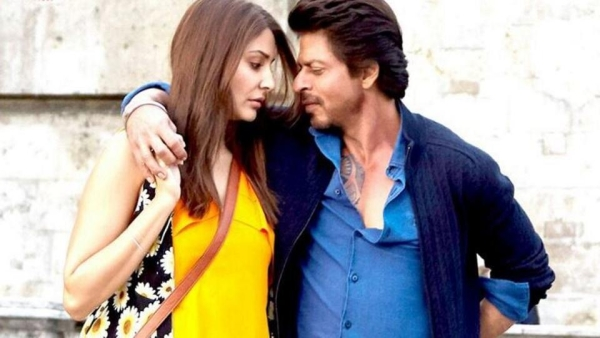 Shah Rukh Khan and Anushka Sharma in a still from <i>Jab Harry Met Sejal.</i>