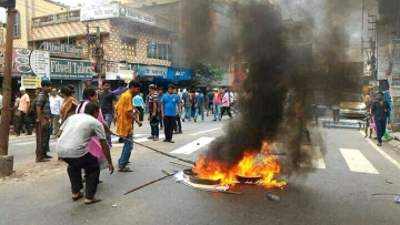 Communal clashes broke out in West Bengal's North 24 Parganas district on Monday night.