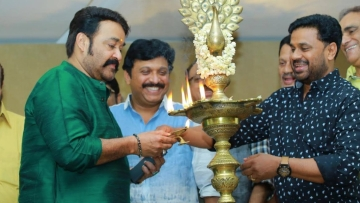 Actor Dileep (R) with Mohanlal (L).