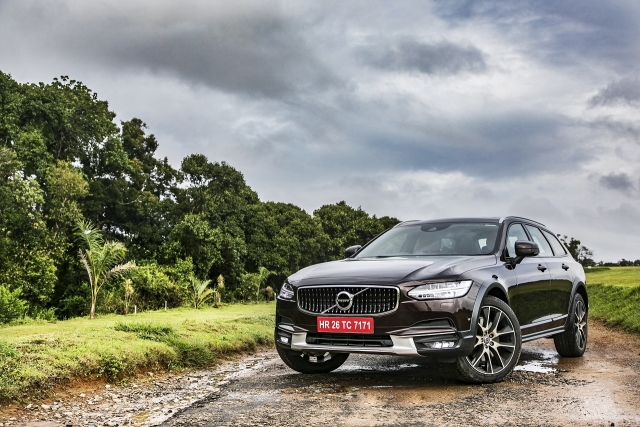 The Volvo V90 Cross Country rides on large 20-inch wheels.