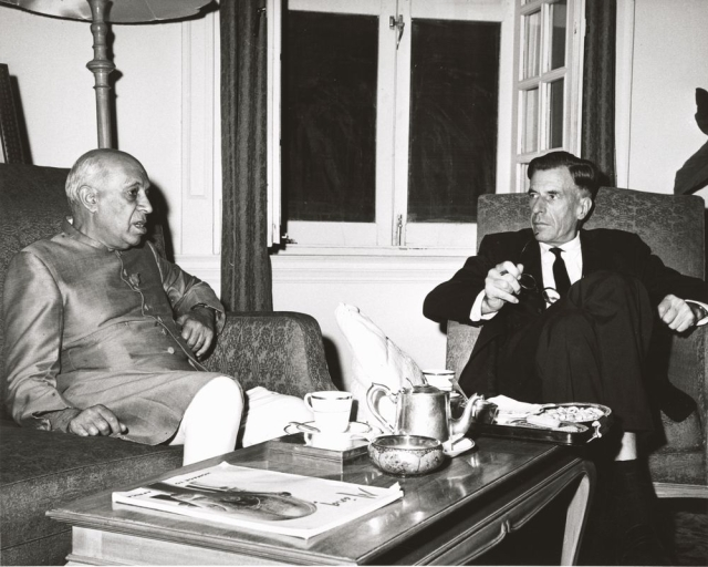 US Ambassador to India John Kenneth Galbraith and Prime Minister Nehru conferring at the time of the conflict. (Photo Courtesy: Wikimedia Commons)