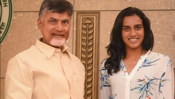 Andhra Pradesh Chief Minister Chandrababu Naidu with badminton player PV Sindhu.